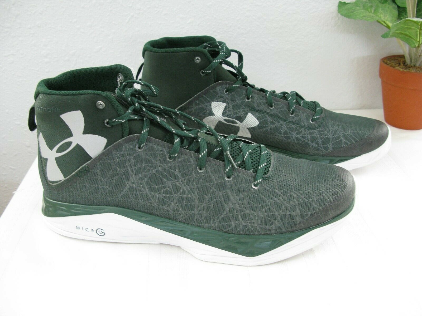 SALE Under Armour Running Athletic Sports Men's shoes in Green Size 16