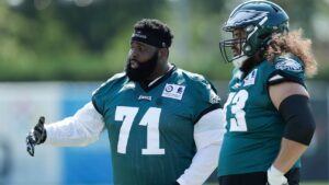 Jason Peters agrees to move back to left tackle for Eagles