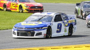 Chase Elliott races into NASCAR championship as Kevin Harvick is eliminated